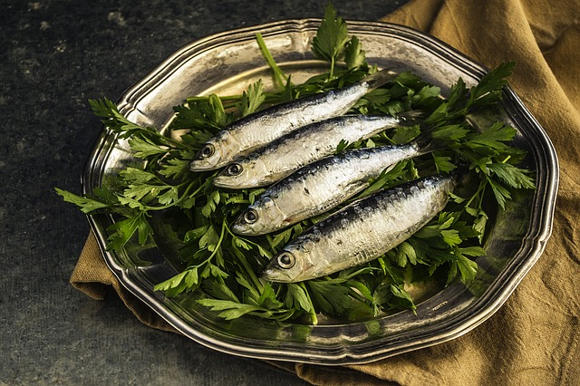 Sardines (1 cup, drained (149 g)) also contain 10x of RDI (Recommended Daily Intake) of Omega3-acids